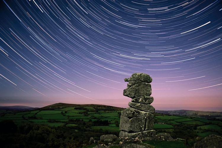 fot. Martyn Hasluck, ślady gwiazd, zdjęcia w nocy
