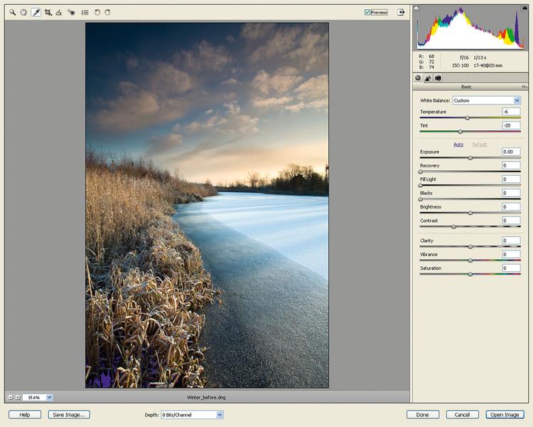 Pracujemy nad niebemKlikamy Otwórz obraz i przechodzimy jednocześnie z ACR do Photoshop Elements. W ACR ustawiliśmy kolor i tony dla całego zdjęcia, teraz chcemy dokonać miejscowych poprawek. Wybieramy narzędzie szybkiej selekcji i malujemy nim po niebie. Zobaczycie migające kreski zaznaczenia.