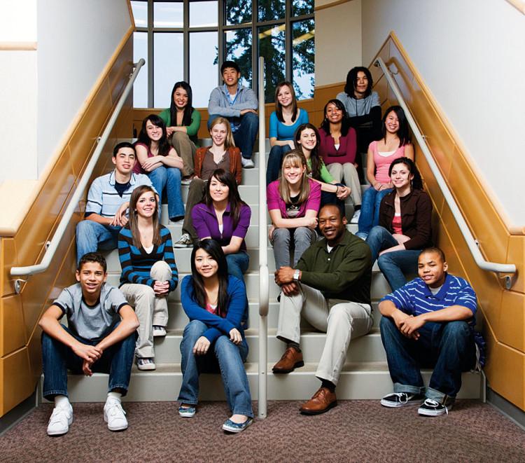 oświetlenie dużej grupy ludzi portret grupowy