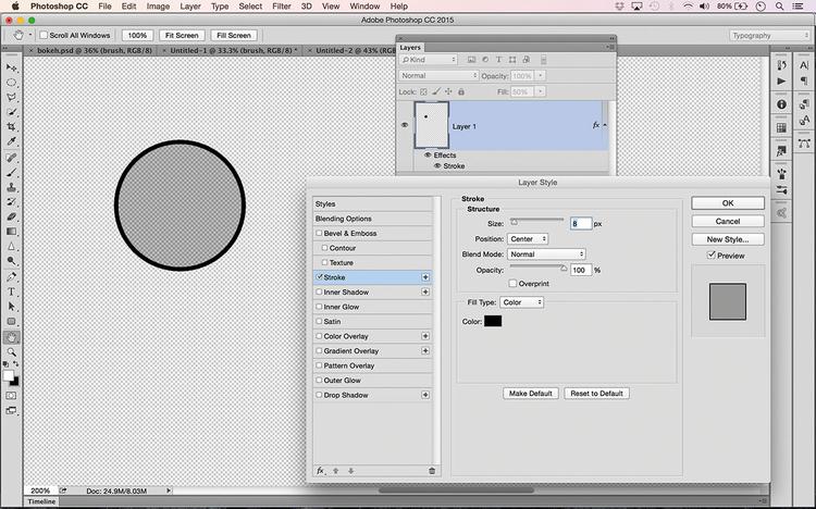 Utwórz nowy przezroczysty plik A4. Chwyć Zaznaczanie eliptyczne. Przytrzymując [Shift], narysuj małe koło, po czym wywołaj Edycja> Wypełnij i wybierz czarny kolor. W panelu Warstwy ustaw Wypełnienie na 50%. Wywołaj Warstwa>Styl warstwy>Obrys. Ustaw Rozmiar na 8 pikseli i Kolor na czarny.