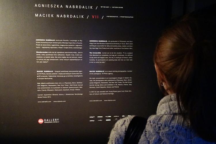 Przed obejrzeniem wystawy, warto  dowiedzieć się więcej o tym projekcie oraz jego autorach