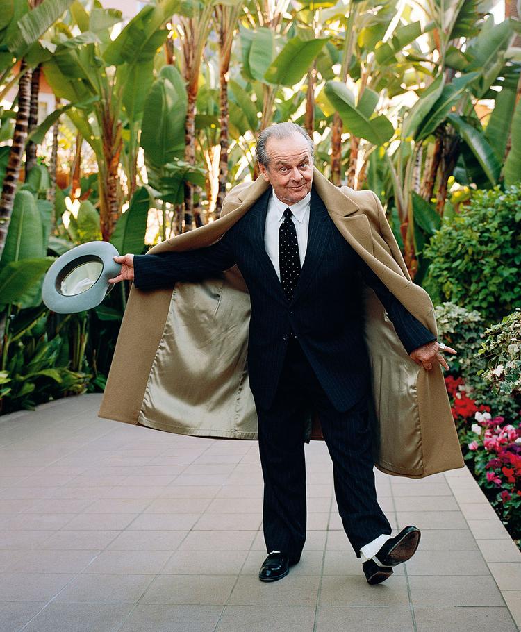 """Jack Nicholson, 2010 r., fot. Lorenzo Agius""""Zdjęcie wykonane dla magazynu Parade. Jack to całe stare Hollywood, więc chciałem, aby wyglądał tak jak ono - stąd getry i kapelusz""""."""