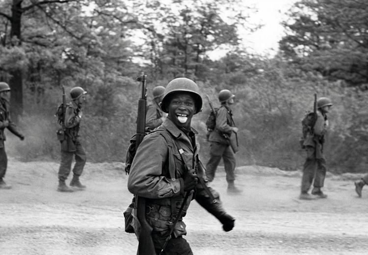 Fort Dix, 1951, fot. Elliott Erwitt