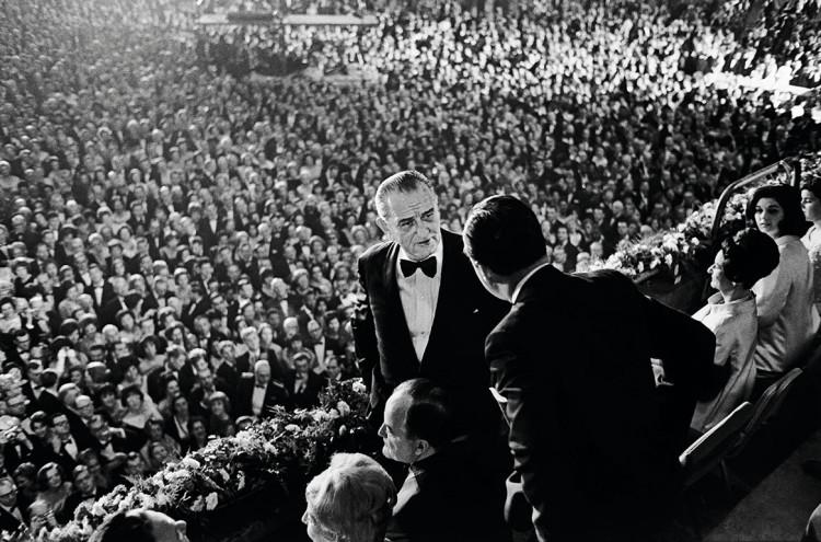 Inwestytura Lyndona Johnsona, 1965, fot. Elliott Erwitt