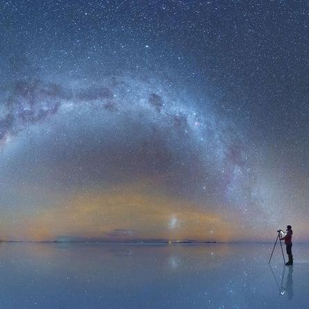 Daniel Kordan w otoczeniu gwiazd